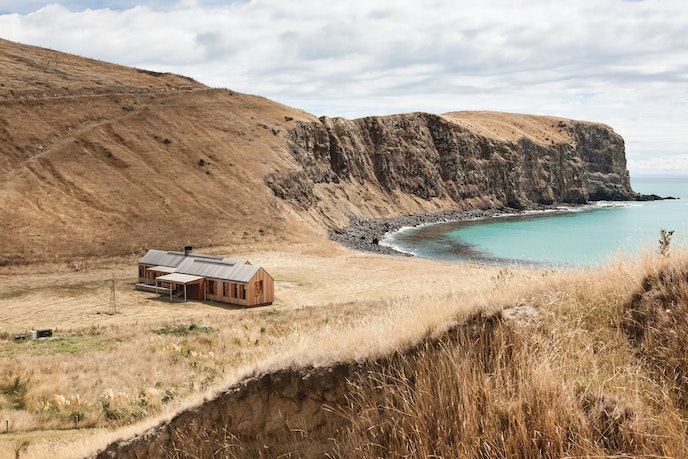 """New Zealand's """"Scrubby Bay House"""" is nestled near a private bay on the South Island's Banks Peninsula."""