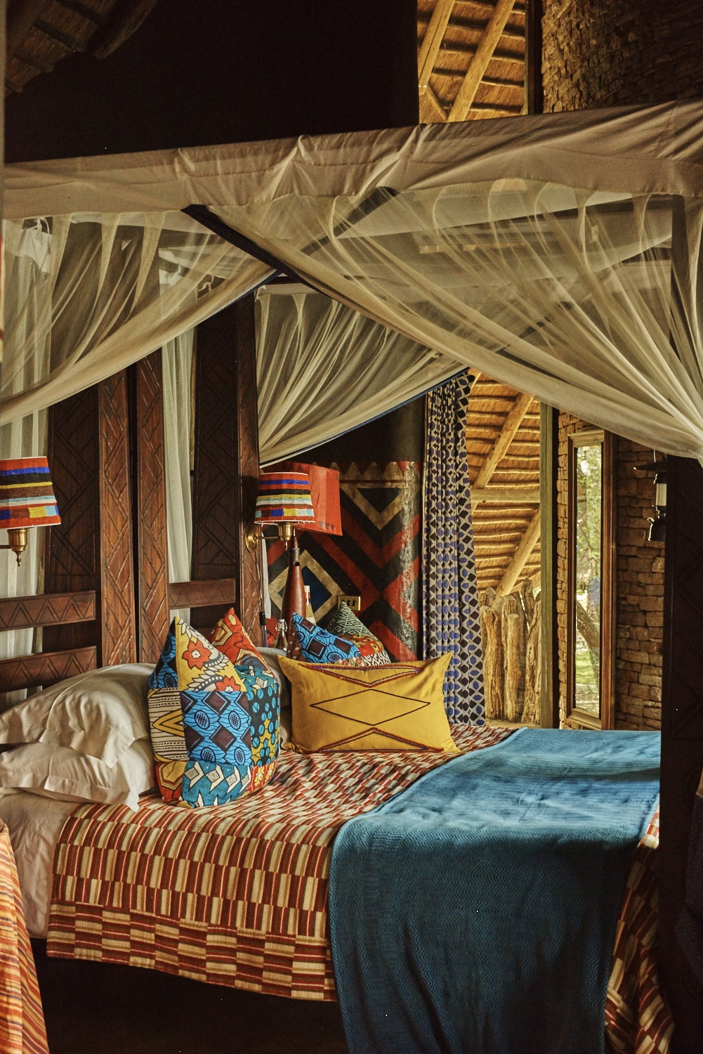 The art of the Shangaan people inspires the decor of the Singita Pamushana Lodge.