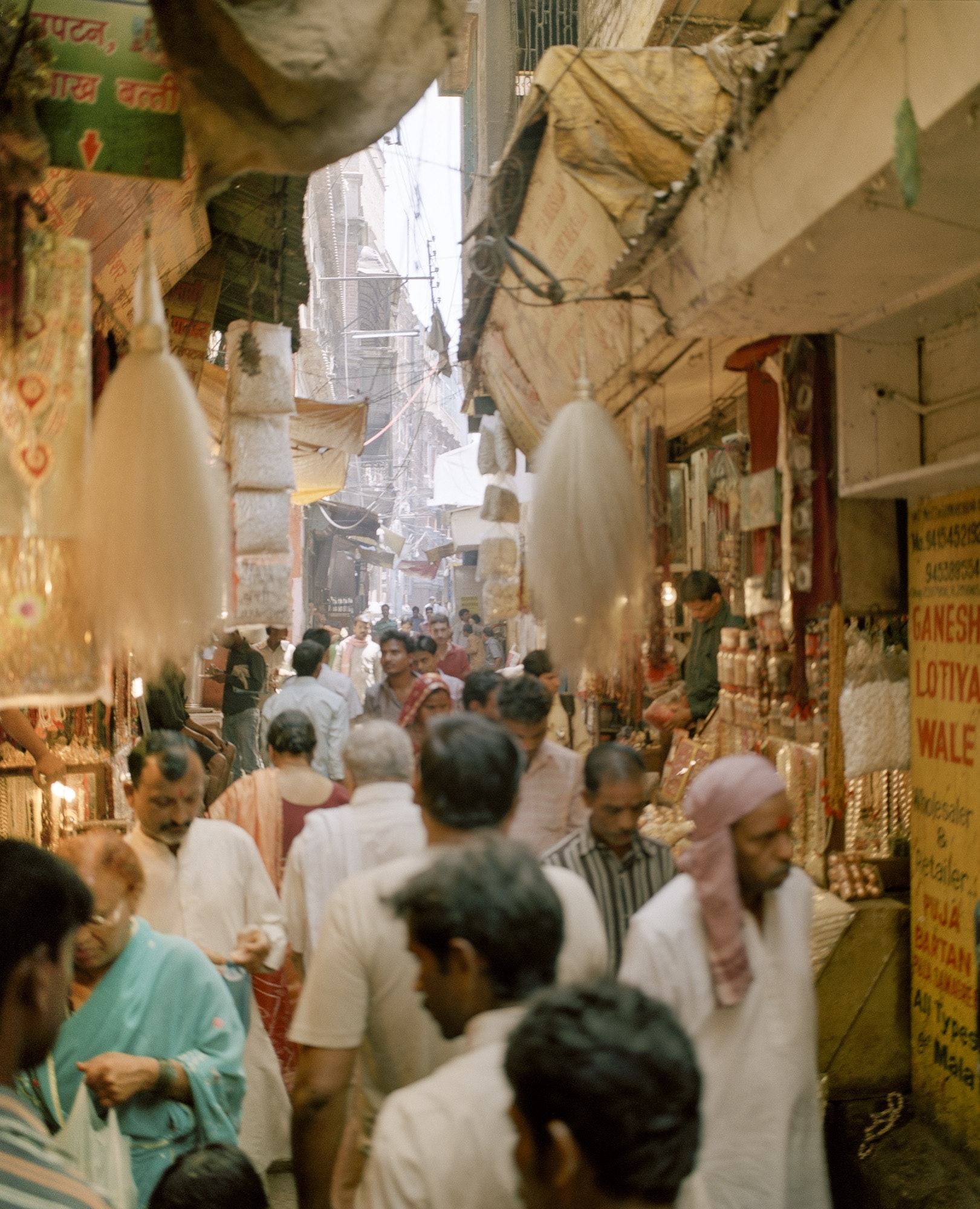 Thatheri Bazaar, one of Varanasi's main shopping areas, is best known for brassware, silk goods, and saris.