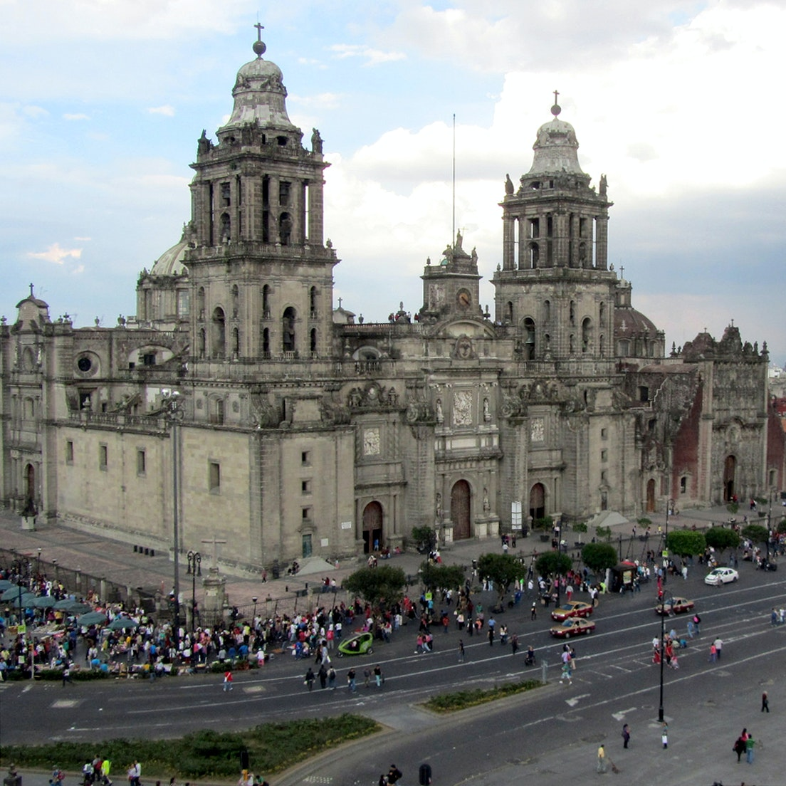 The Catedral Metropolitana dominates the Zócalo