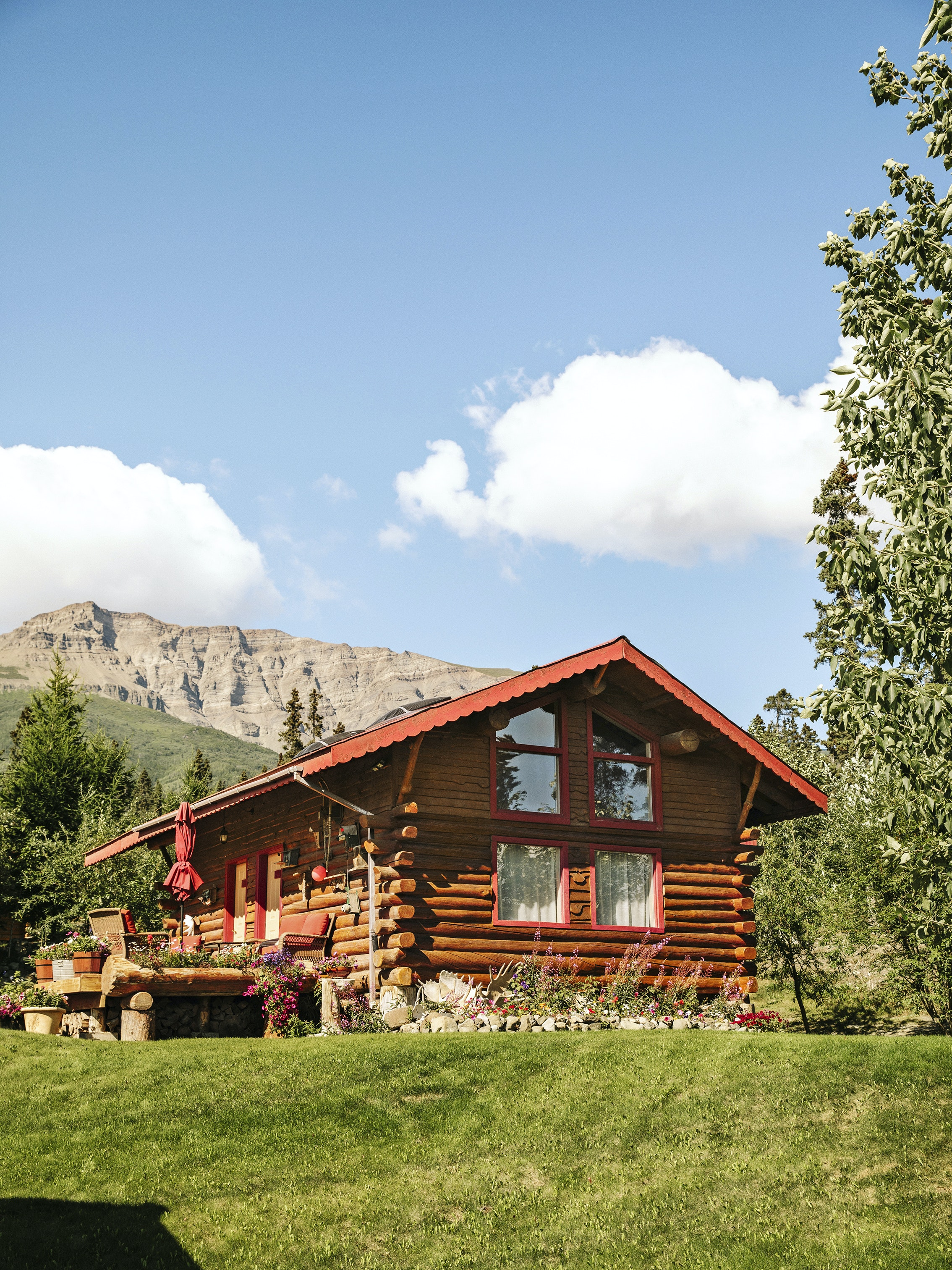 After flying in to Ultima Thule Lodge, guests stay in one of nine comfortably appointed log cabins.