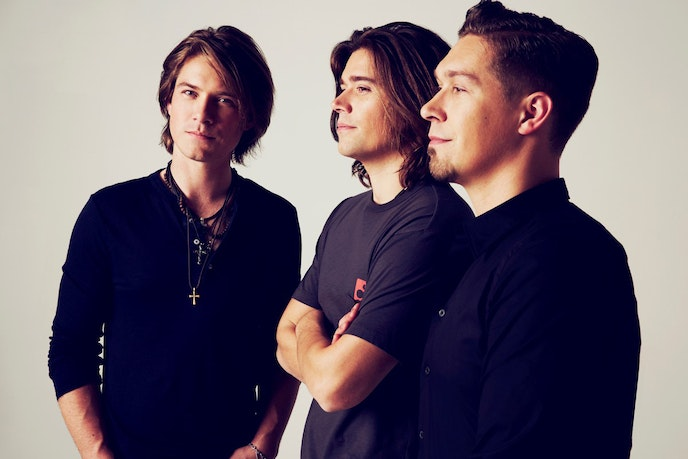 """Admit it: You'd let Hanson """"Mmbop"""" their way back into your heart."""