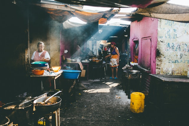 At Mercado Bazurto in Cartagena, Colombia, Jamadi frames this shot around light pouring in from the open canopy above.