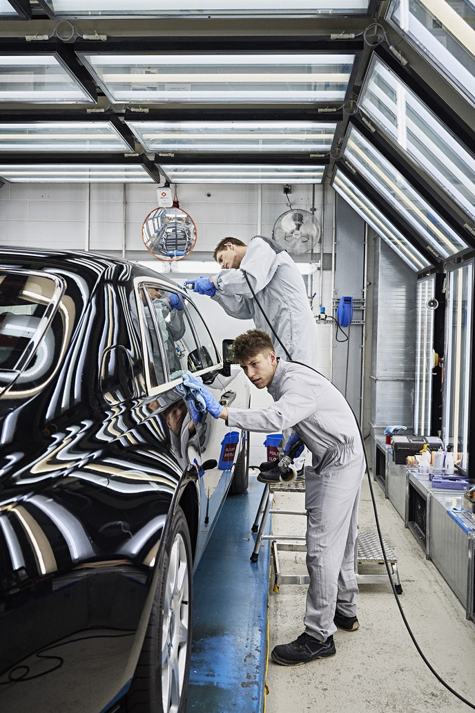 Rolls-Royce employs 1,800 staff members at the manufacturing plant.