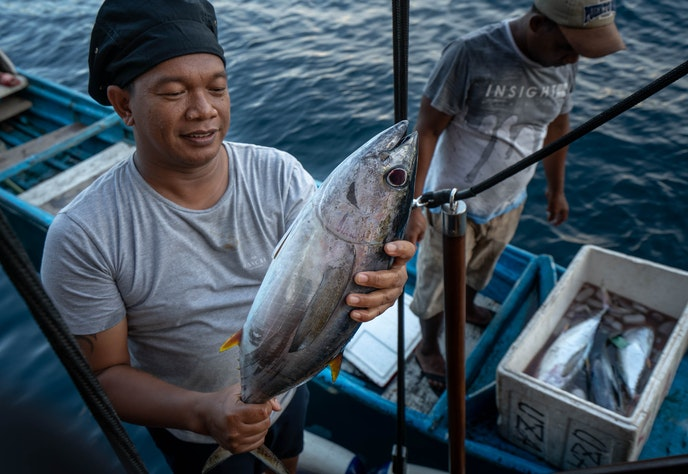 Rascal chef Gusti purchases a freshly caught tuna for dinner from a local fisherman.