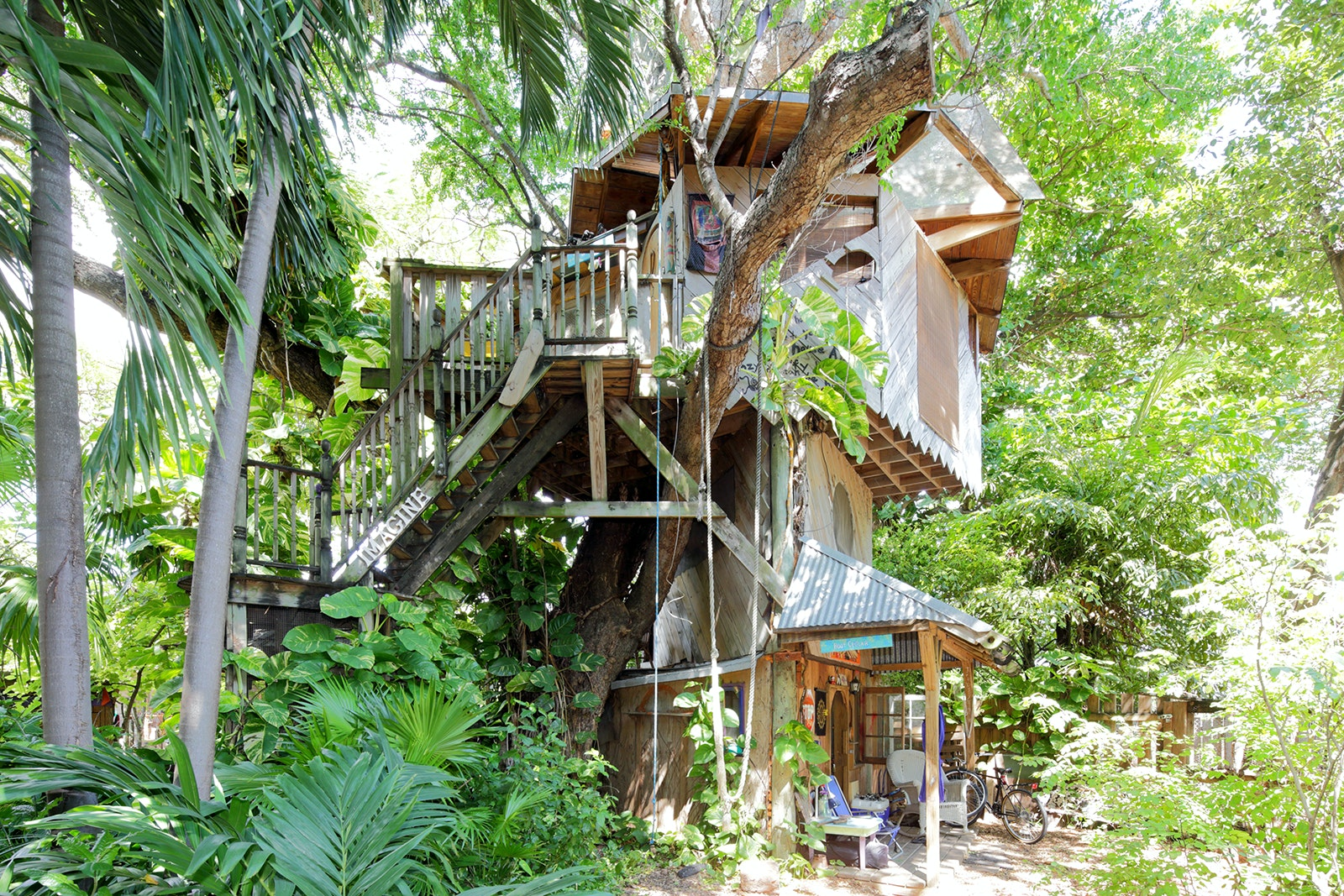 Set on a permaculture farm in Little Haiti, this atypical tree house hideaway offers a unique Miami retreat.