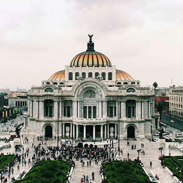 The Palacio de Bellas Artes in México city is a work of art in itself.