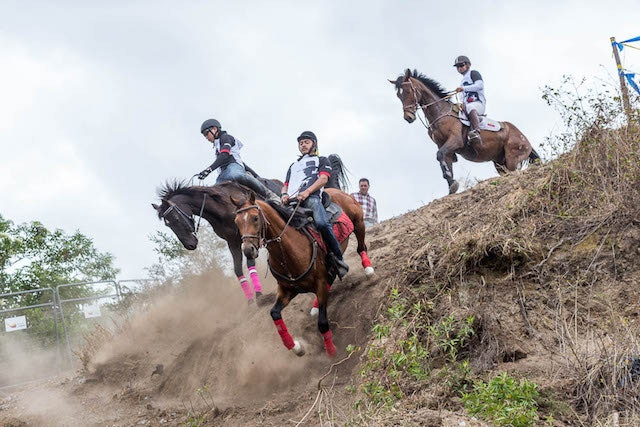 Riders must make it through a series of three jumps, called piñearoles in Spanish, in order to qualify for the main race.