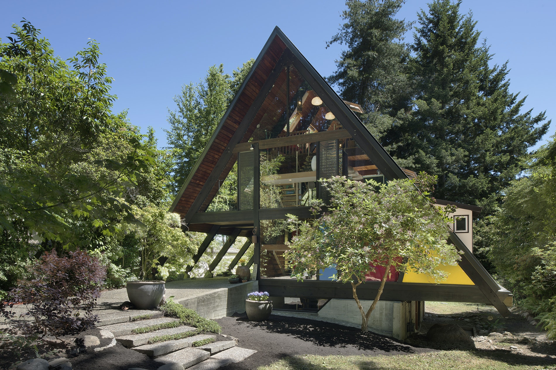 This midcentury modern A-frame house was designed by architect Wendell Lovett and comes tucked into Seattle's quiet Matthews Beach neighborhood.