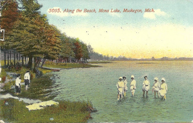 Postcard from Mona Lake in 1913. The back of the postcard discusses heavy snowfall, which makes the front seem a little misleading.