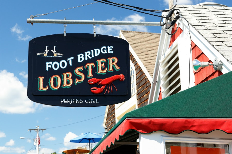 For an exceptionally good lobster roll, queue up at Footbridge Lobster, a walk-up shack across from the Perkins Cove drawbridge.