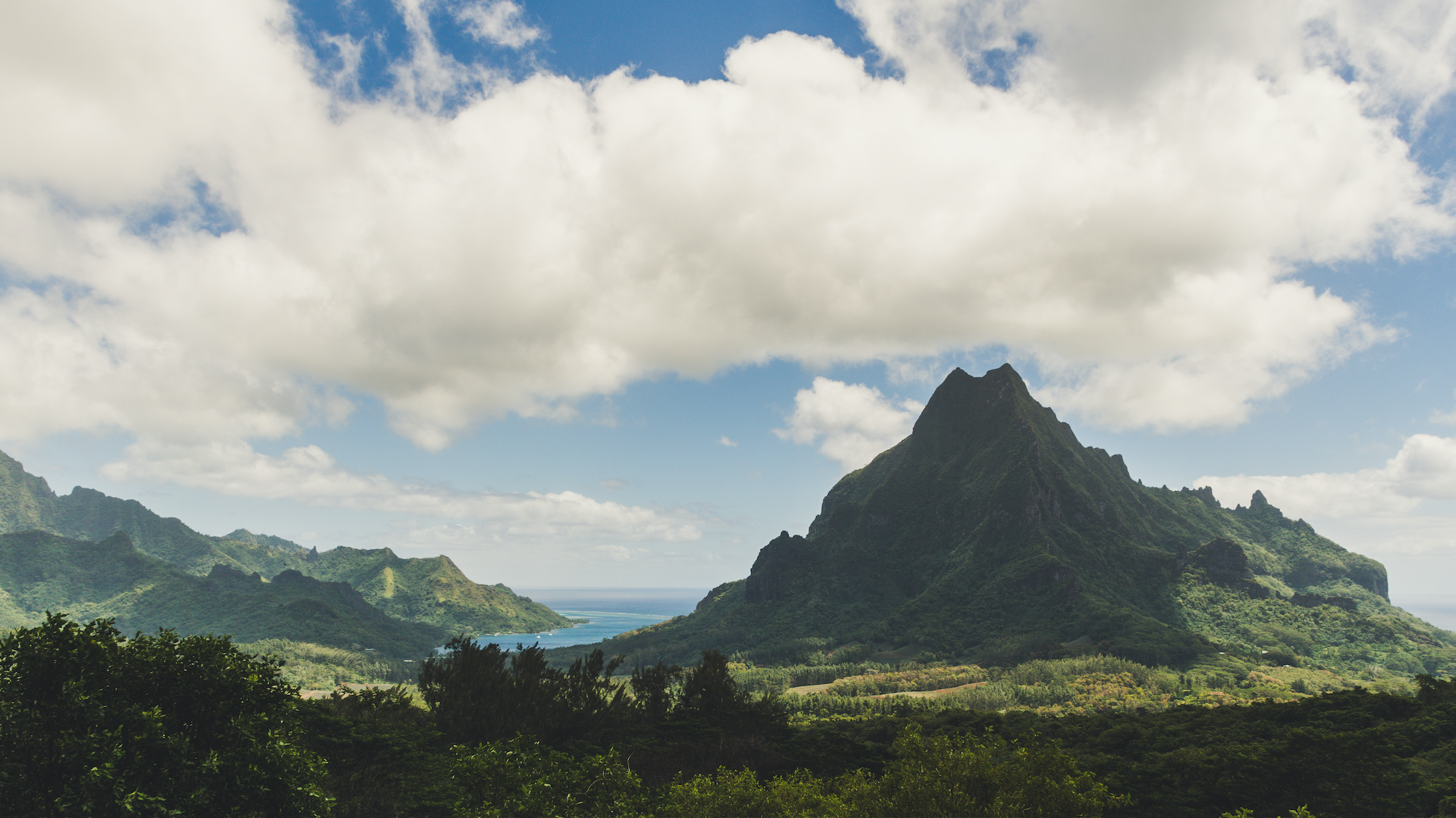 Moorea's Belvedere Lookout. Photo by Flash Parker, with the Nikon D7500 and AF-S NIKKOR 18-140mm  f/3.5-5.6G ED VR lens.