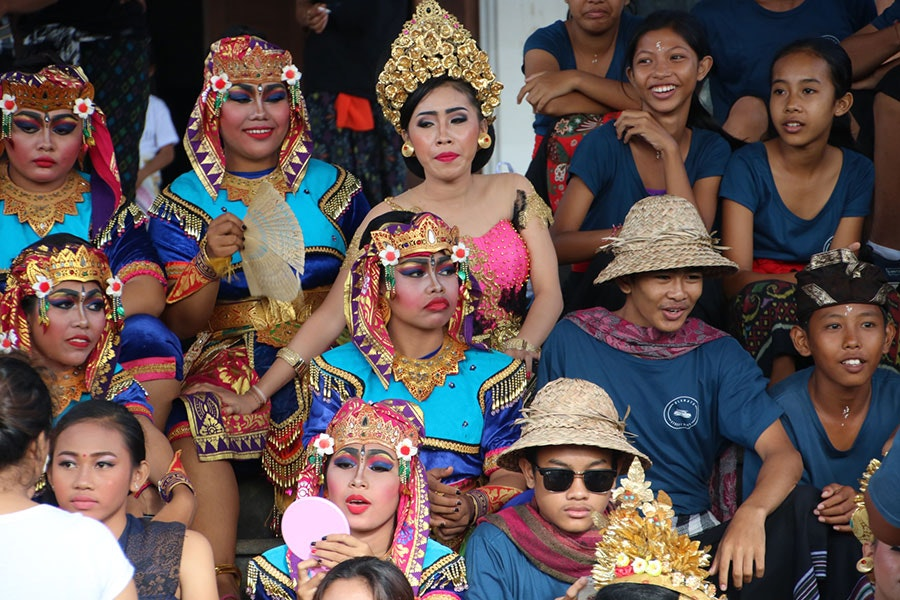 Dancers in the Ngerupuk parade wear golden headdresses and lots of makeup.