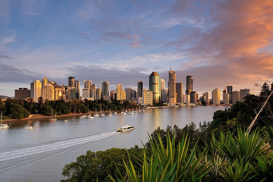 North of Sydney, Melbourne, and other major Australian cities, Brisbane offers plenty of opportunities to explore the outdoors.