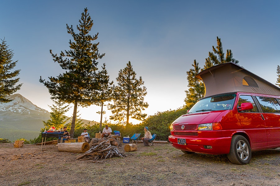 Road Trip Oregon has a fleet of Volkswagen Eurovan campers and Land Rovers for rent.
