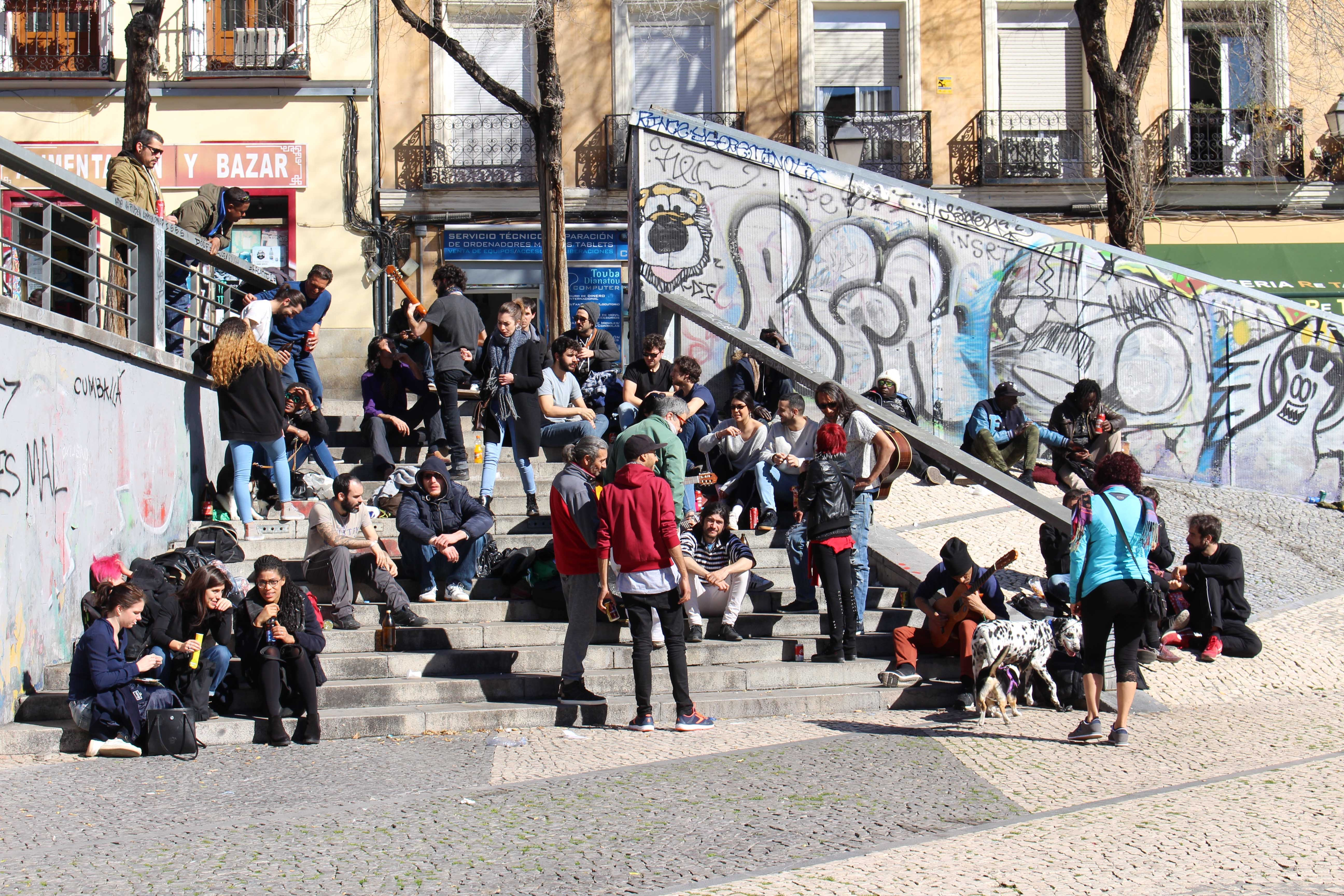 Locals meet for beers and impromptu jam sessions on the steps of Plaza de Agustín Lara.