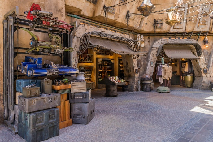 The shops in Black Spire Outpost are free of conventional signage, making them feel more like marketplace stalls than theme park retailers.