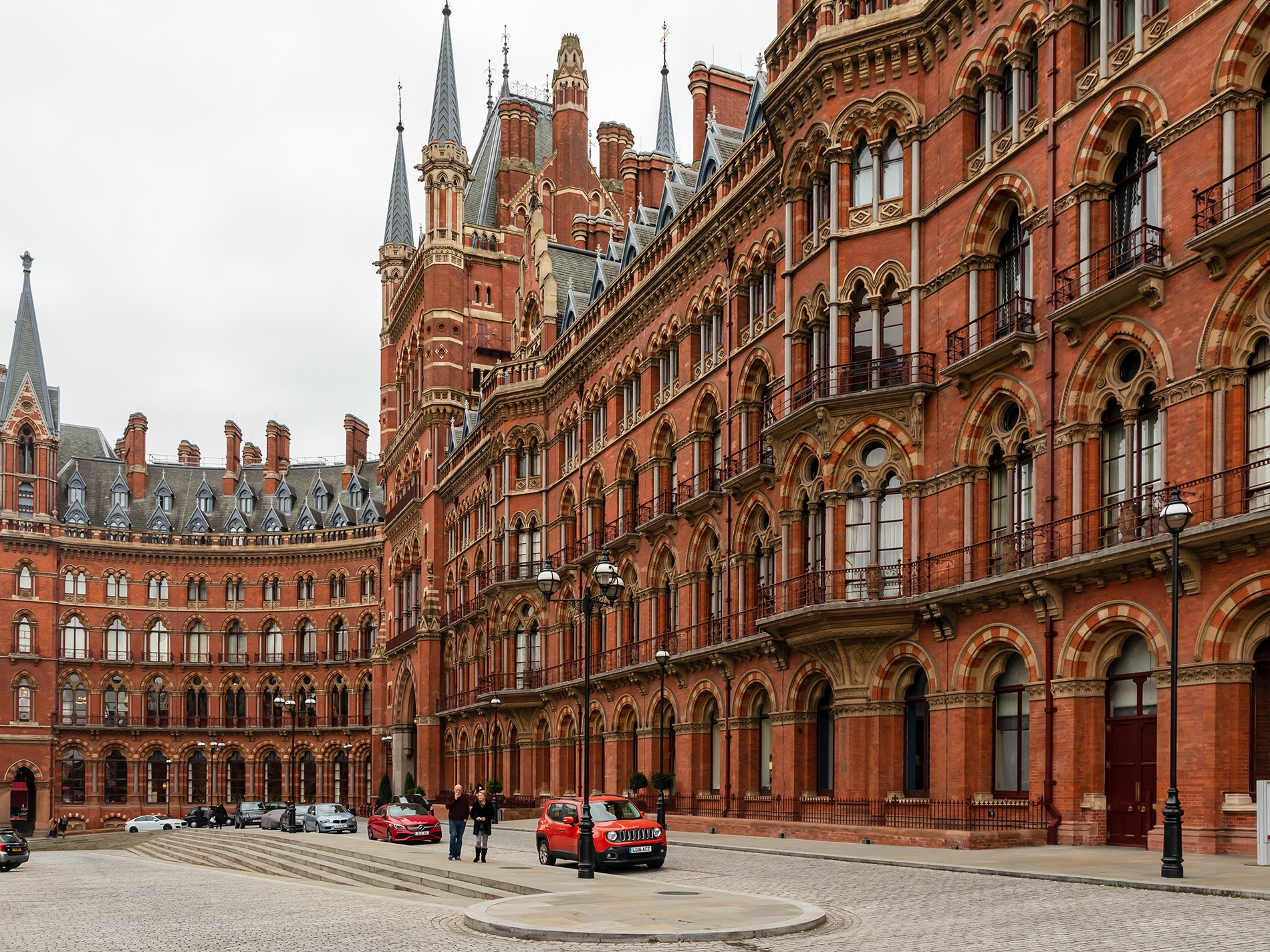 From the street, St. Pancras International is pure old-fashioned elegance, but inside, it's exciting and modern.