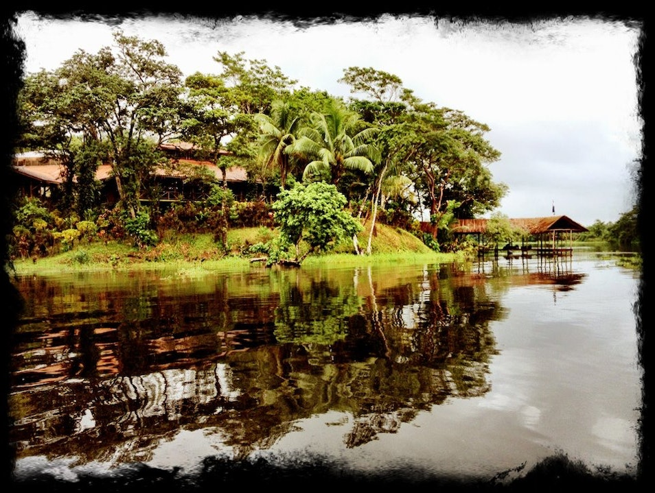 Approaching the Río Indio Lodge