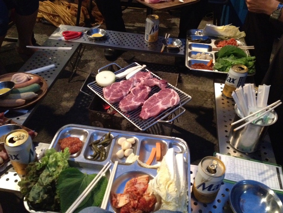 Outdoor Kitchen In busy City  Seoul  South Korea