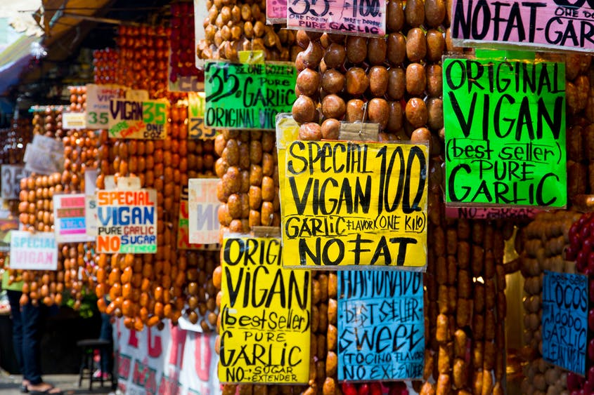Bagio City, Philippines: Colorful meatballs known as Longganisa in the area are on display at the Bagio Public Market.