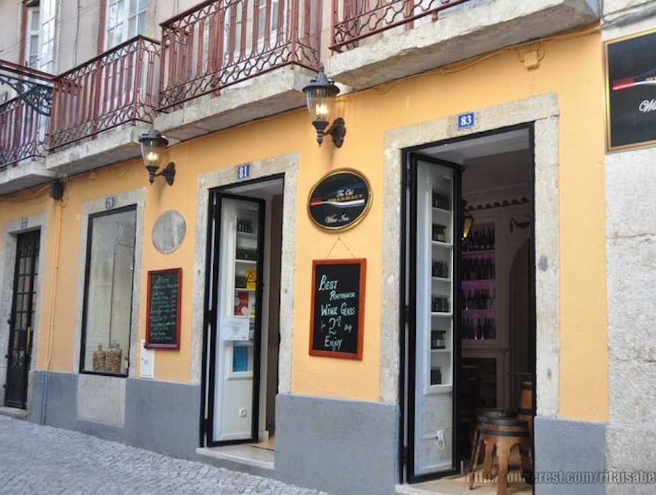 Let's go to the pharmacy to have a glass of wine, in Bairro Alto - Lisboa