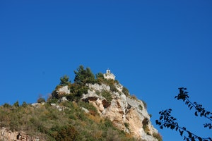 Visit a castle from the Middle Ages with a great view!