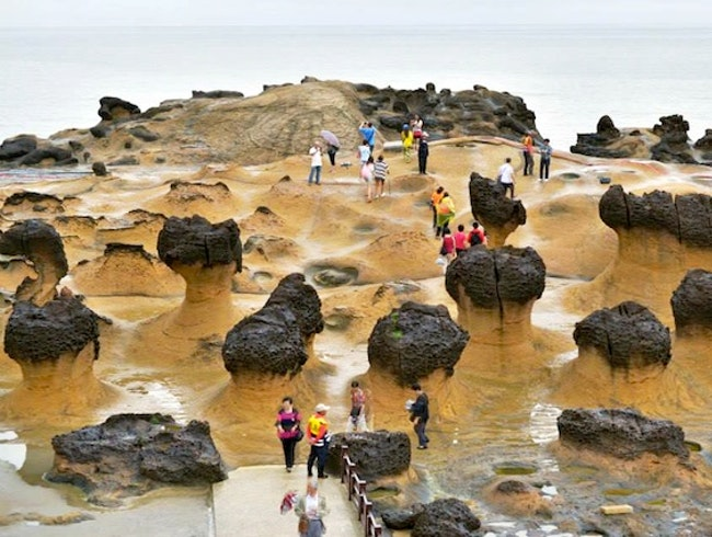 Hiking The Otherworldly Yehlio Geopark in Taiwan