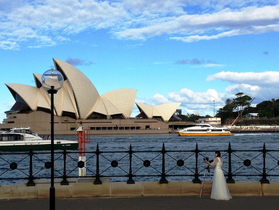 The street Lamp, the photographer Bride and the glorious Opera house.
