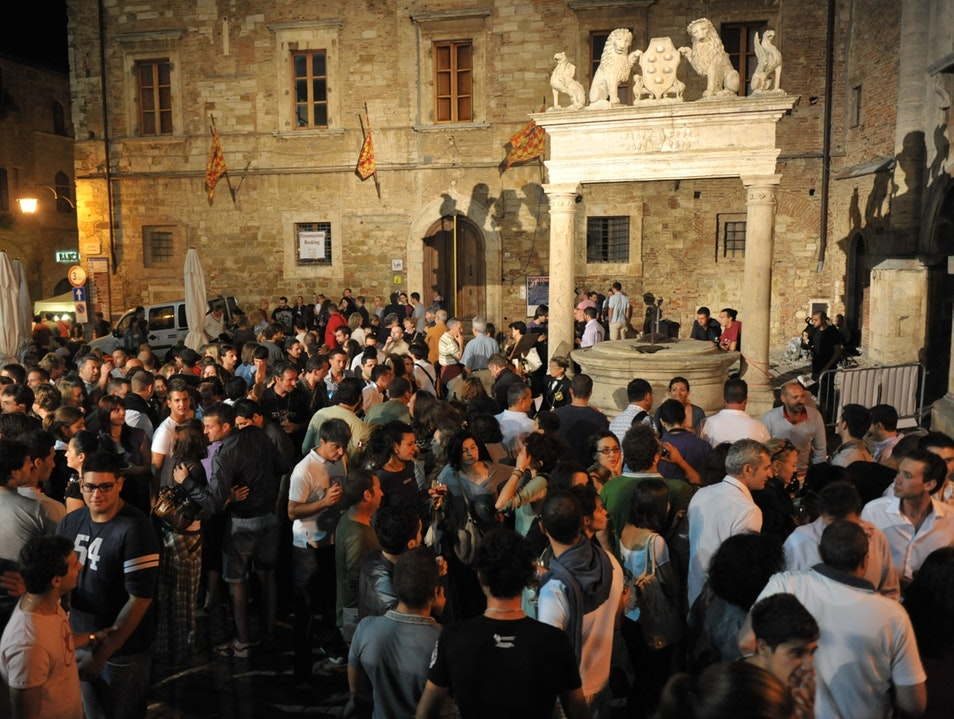 Calici di stelle , every August 10, in Piazza Grande Montepulciano  Italy