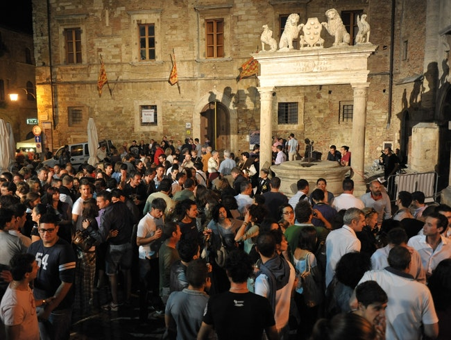 Calici di stelle , every August 10, in Piazza Grande