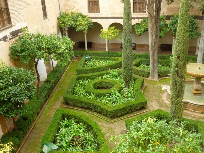 The beautiful garden, at La Alhambra