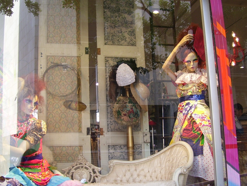 Find a vintage souvenir of your time in Barcelona at Holala! Plaza