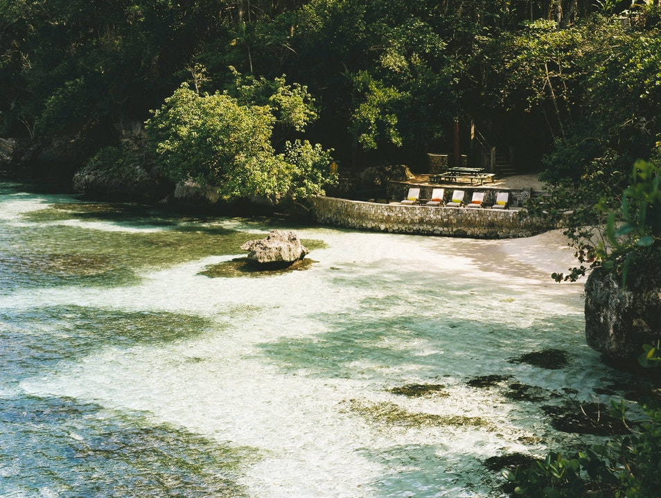 Jamaica's Cool GoldenEye Hotel Also Does Good