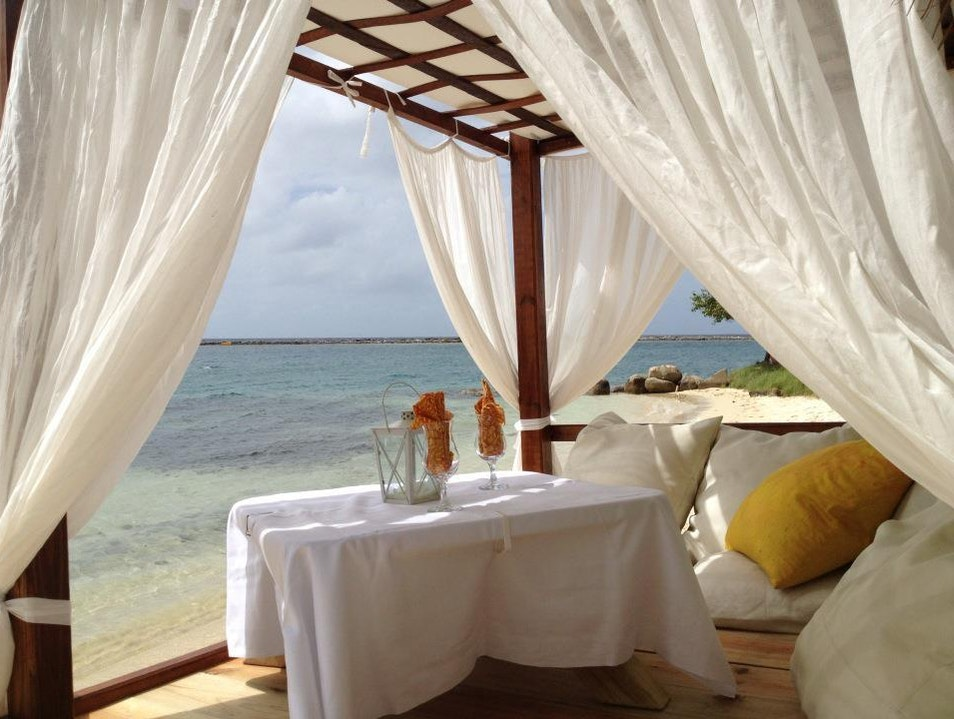 Romantic, Beachside Dining in Aruba