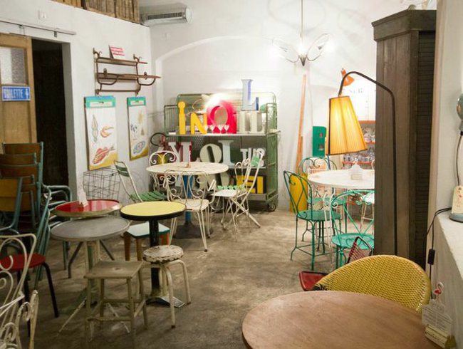 Amblé: Fresh food and Old Furniture