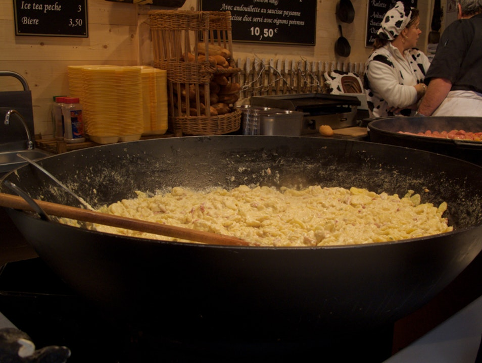 Tartiflette Savoyarde: A Christmas market favorite that will warm you up! Paris  France