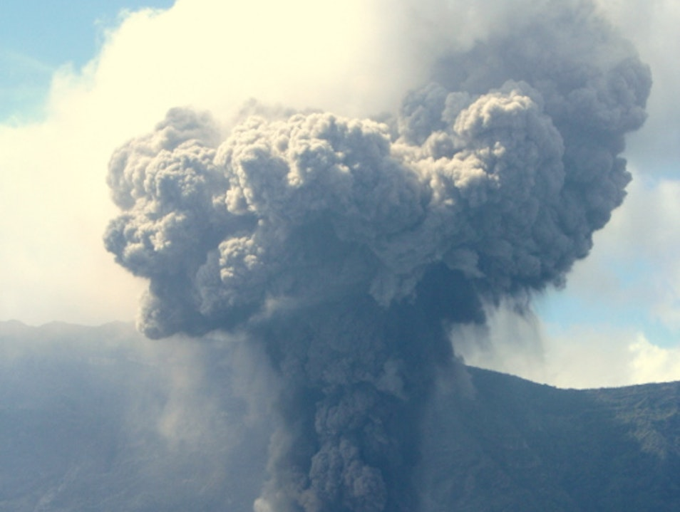 Watch Volcanic Eruptions En Route to Rinjani