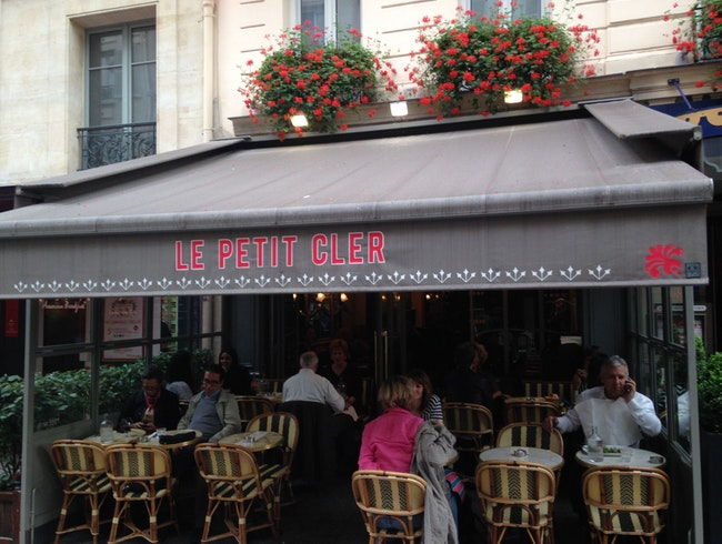 Perfect Paris Lunch Stop After Visiting the Eiffel Tour