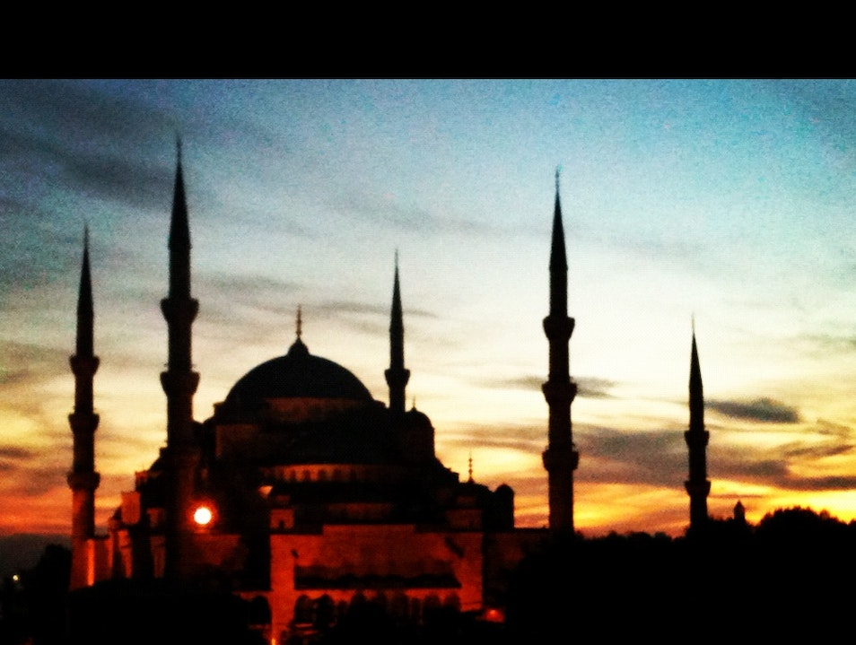 """Dine with a """"Hug"""" from Istanbul's Greatest Sites"""