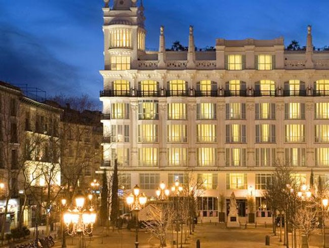 Luxurious Sleeping, Fantastic Drinking in the Center of Madrid