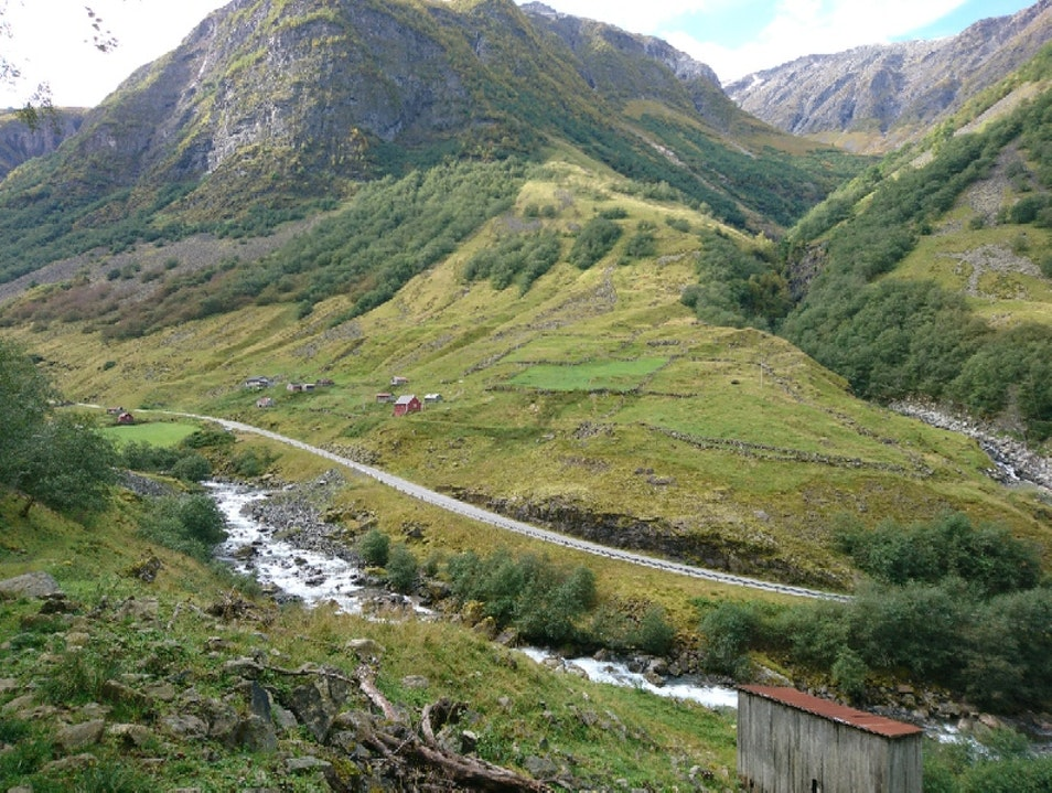 Hiking with guide Undredal  Norway