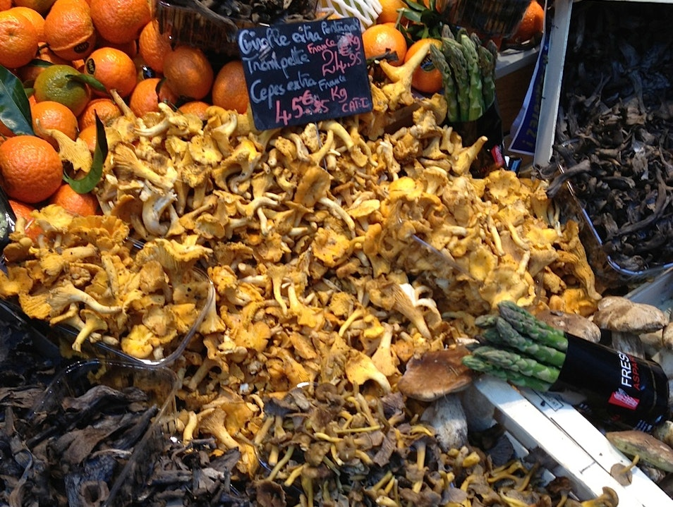 Fungi at a market in Paris Paris  France