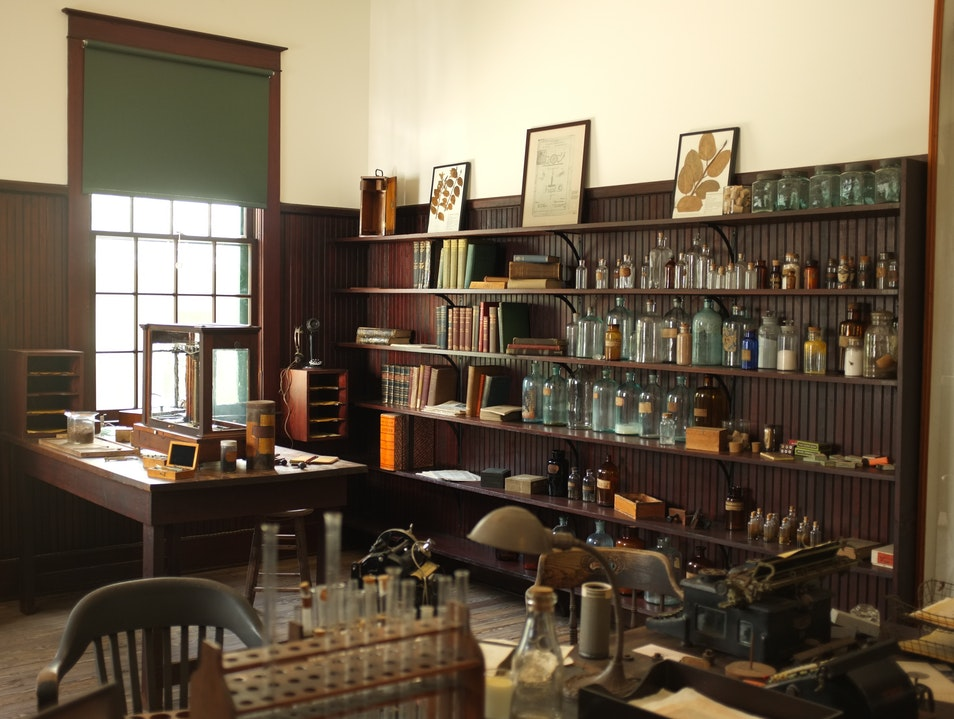 Inspiration and Experimentation at the Edison & Ford Winter Estates