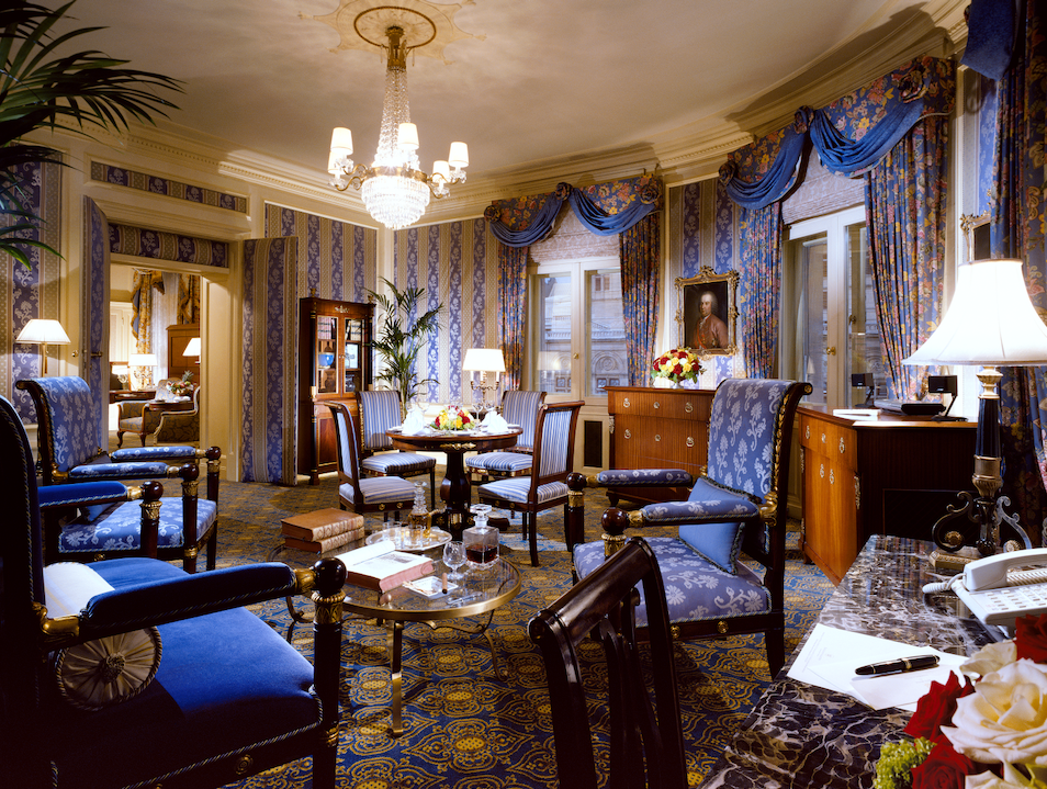 Hotel Bristol: Sophistication & Tradition