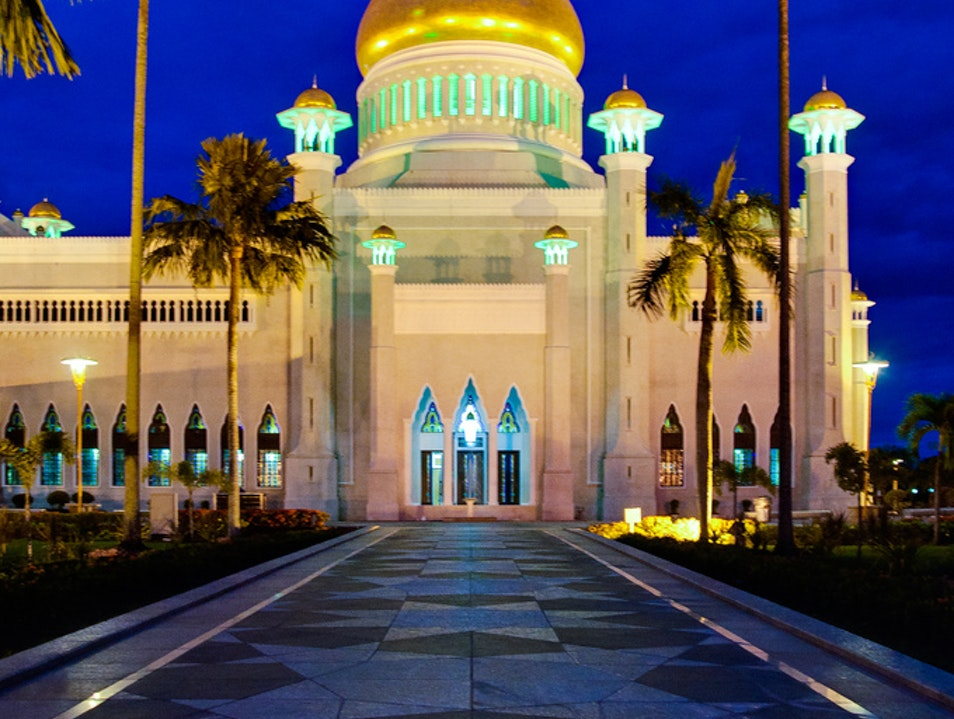Light the Sultan's Mosque at Night  Bandar Seri Begawan  Brunei