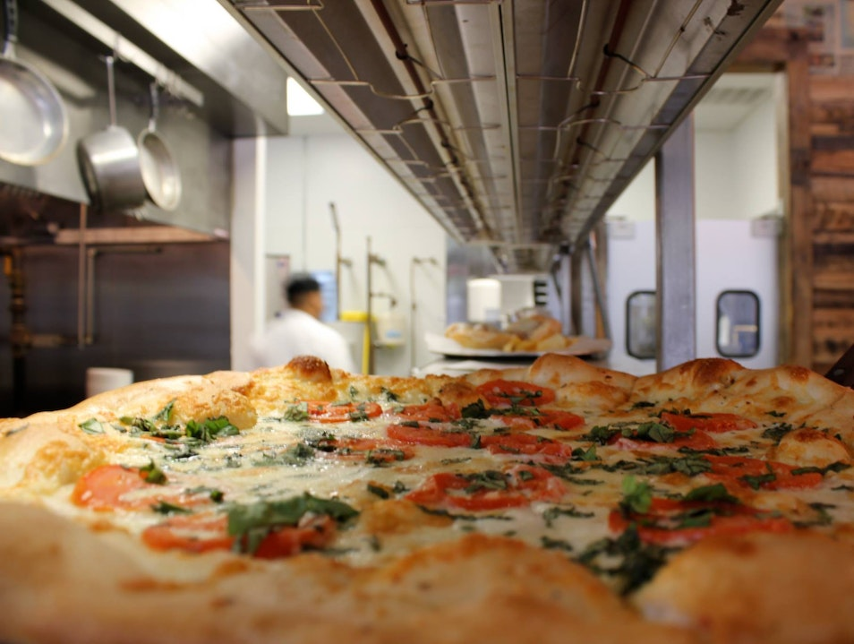 New York–style Pizza Pie in Memphis Memphis Tennessee United States