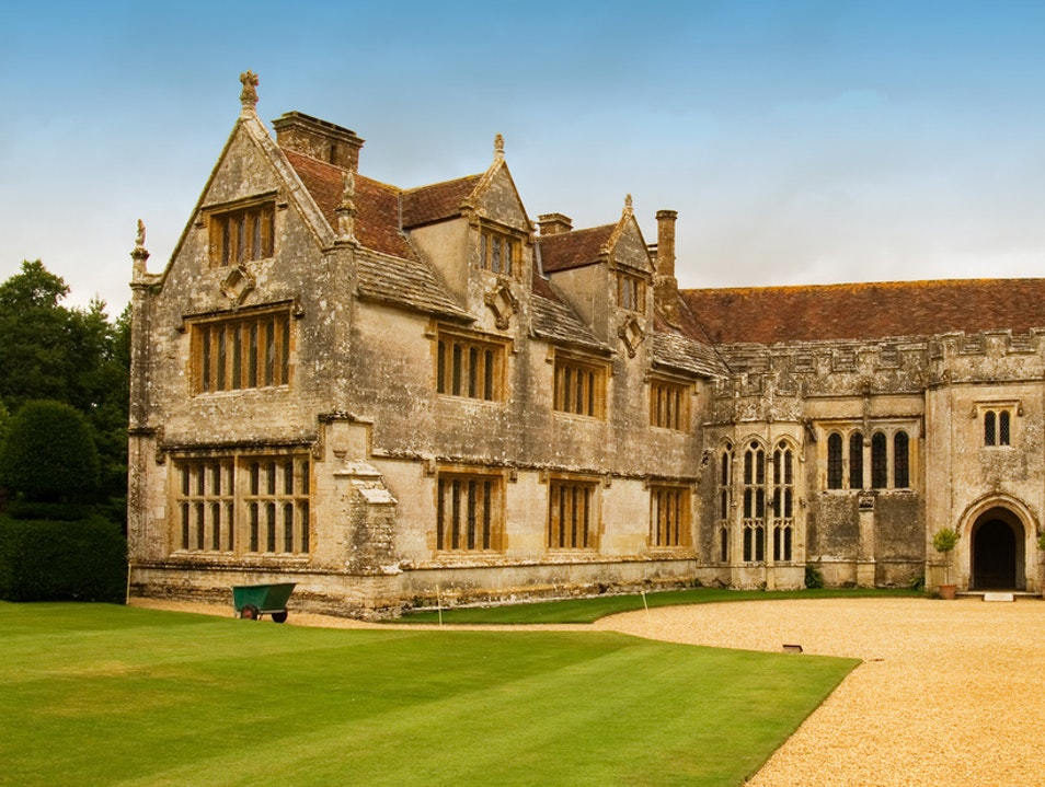 Athelhampton: A Fine Fifteenth-Century Manor House Puddletown  United Kingdom
