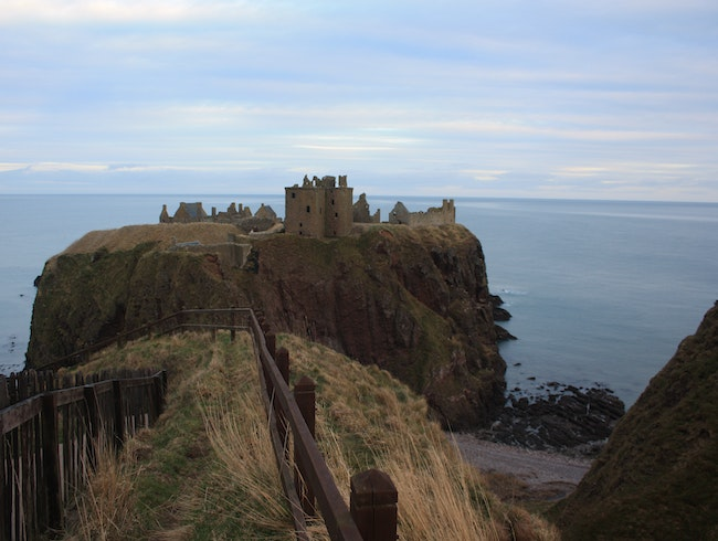 Hike to the ruins of Dunnottar Castle
