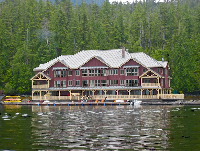Floating luxury wilderness lodge